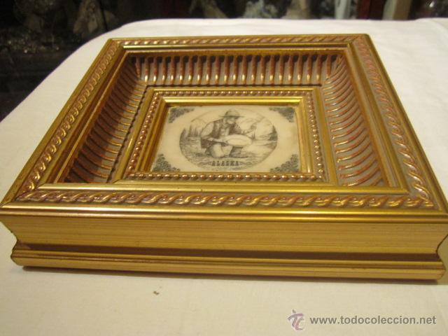 Varios objetos de Arte: Pequeña pintura grabada sobre piedra - Alaska - con bonito marco de madera dorada. - Foto 2 - 44063032