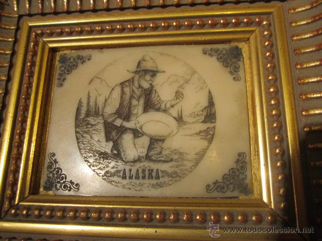 Varios objetos de Arte: Pequeña pintura grabada sobre piedra - Alaska - con bonito marco de madera dorada. - Foto 3 - 44063032