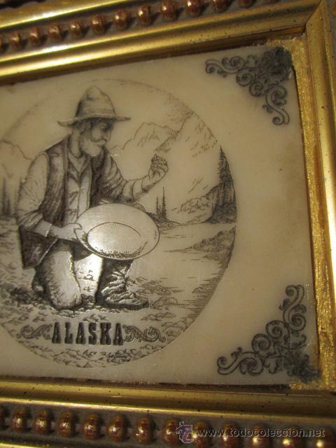 Varios objetos de Arte: Pequeña pintura grabada sobre piedra - Alaska - con bonito marco de madera dorada. - Foto 4 - 44063032
