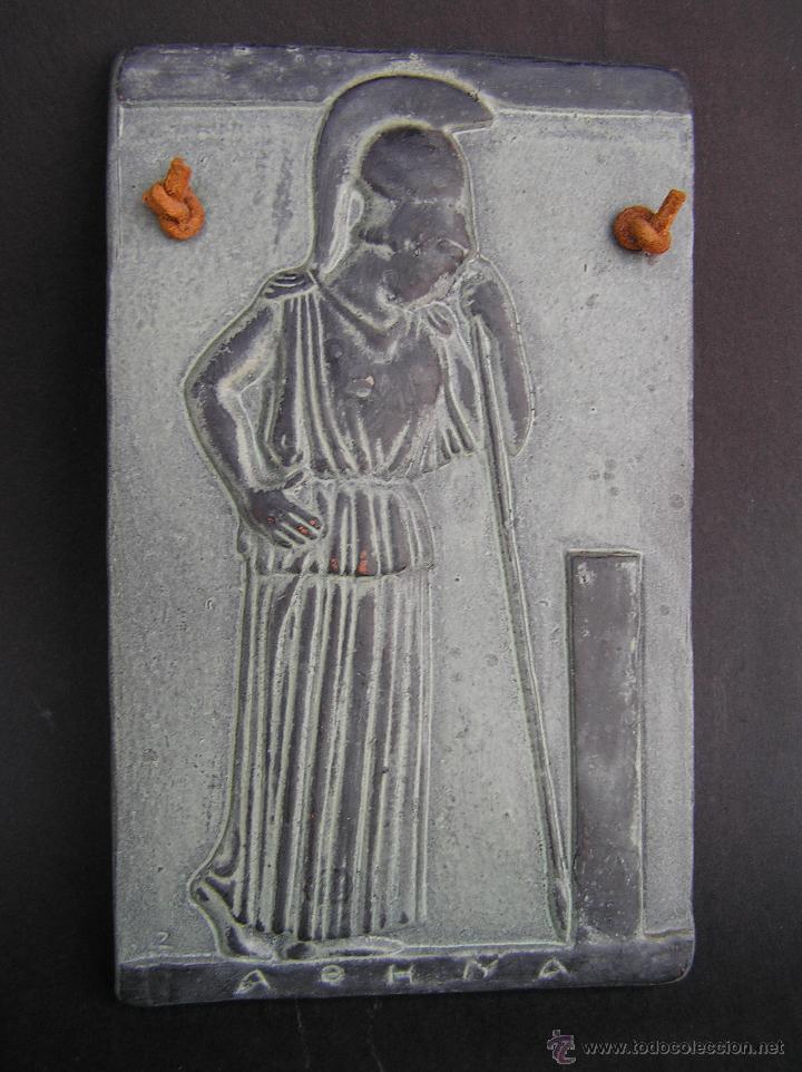 Varios objetos de Arte: MINERVA MEDITANDO. TERRACOTA POLICROMADA Y FIRMADA.Reproducción del Museo de la Acrópolis de Atenas. - Foto 2 - 45988088