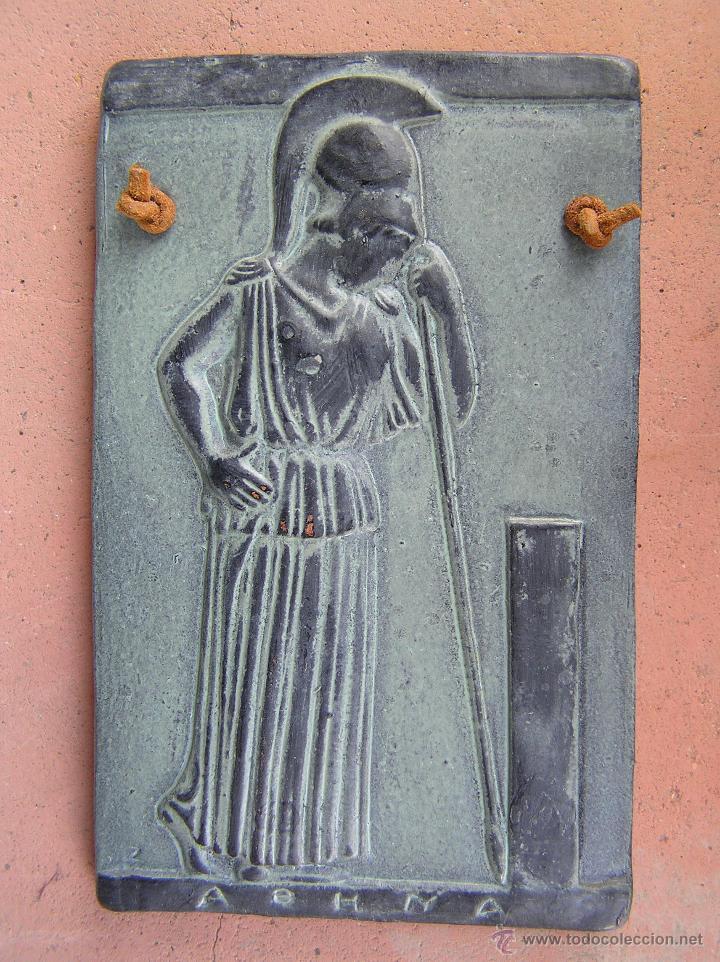 Varios objetos de Arte: MINERVA MEDITANDO. TERRACOTA POLICROMADA Y FIRMADA.Reproducción del Museo de la Acrópolis de Atenas. - Foto 3 - 45988088
