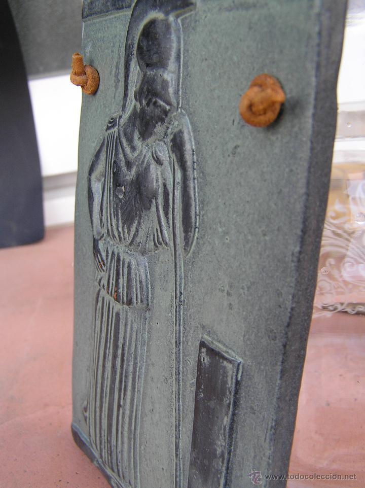 Varios objetos de Arte: MINERVA MEDITANDO. TERRACOTA POLICROMADA Y FIRMADA.Reproducción del Museo de la Acrópolis de Atenas. - Foto 4 - 45988088