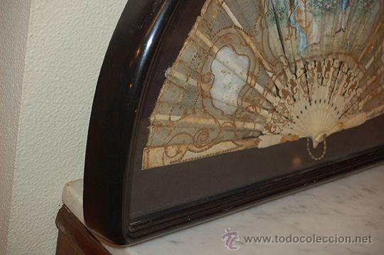 Varios objetos de Arte: Precioso Abanico Isabelino - Varillaje en Marfil y Hueso - País en Seda - Con Abaniquera - S. XIX - Foto 2 - 157318229