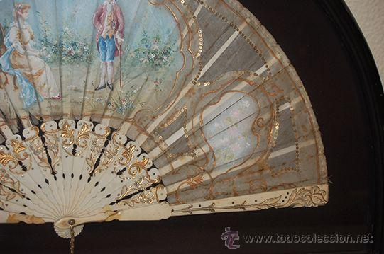 Varios objetos de Arte: Precioso Abanico Isabelino - Varillaje en Marfil y Hueso - País en Seda - Con Abaniquera - S. XIX - Foto 3 - 157318229