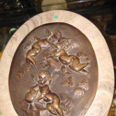 Varios objetos de Arte: TRES PUTTIS DE LEÓN BERTAUX TONDO EN RELIEVE SOBRE MÁRMOL . MEDIDA 41 X 31 CM.. Lote 46704218