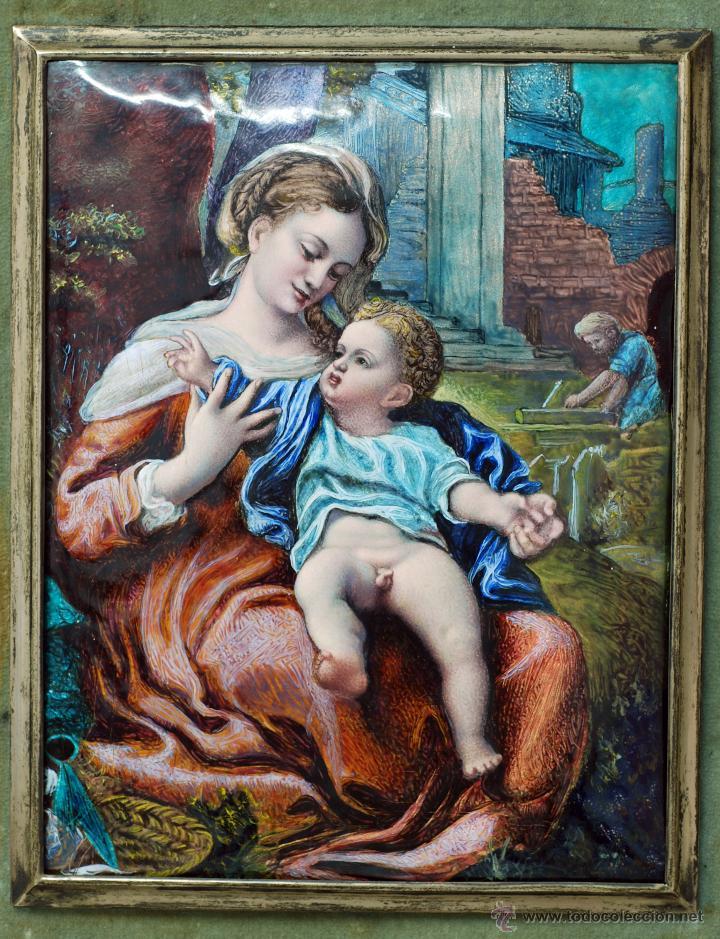 Varios objetos de Arte: Esmalte Madona con Niño siguiendo modelos Escuela Italiana S XVI marco madera dorada PP S XX - Foto 2 - 46737551