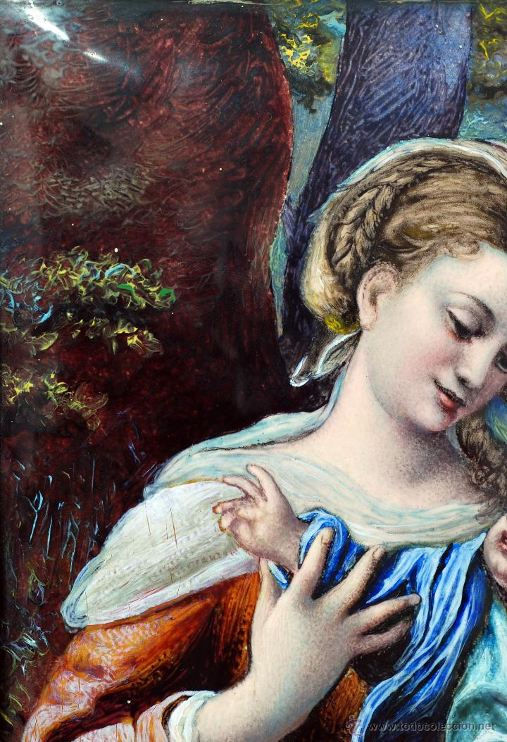 Varios objetos de Arte: Esmalte Madona con Niño siguiendo modelos Escuela Italiana S XVI marco madera dorada PP S XX - Foto 4 - 46737551