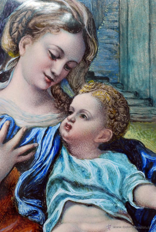 Varios objetos de Arte: Esmalte Madona con Niño siguiendo modelos Escuela Italiana S XVI marco madera dorada PP S XX - Foto 8 - 46737551