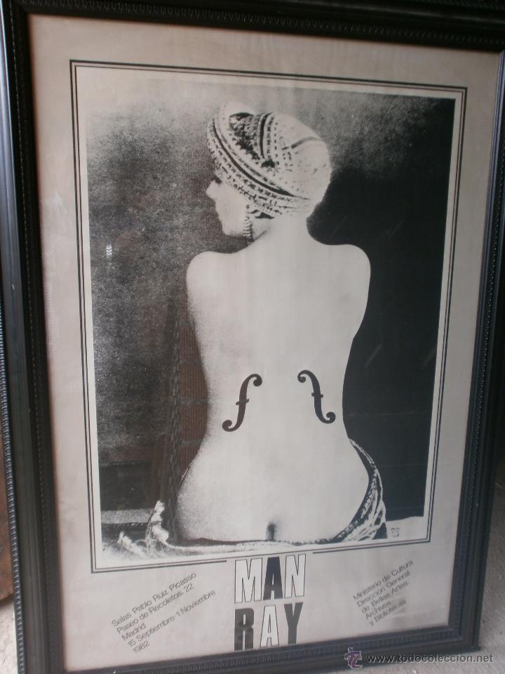 MAN RAY LE VIOLIN CARTEL ENMARCADO EXPOSICIÓN SALA PABLO RUIZ PICASSO MADRID 1982 MED.110 X 80 CM. (Arte - Varios Objetos de Arte)