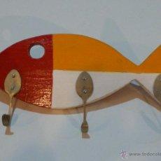 Varios objetos de Arte: ANTONI CAMARASA – PEZ COLGADOR / PIEZA ÚNICA - MADERA PINTADA Y 3 CUCHARAS. Lote 53435911