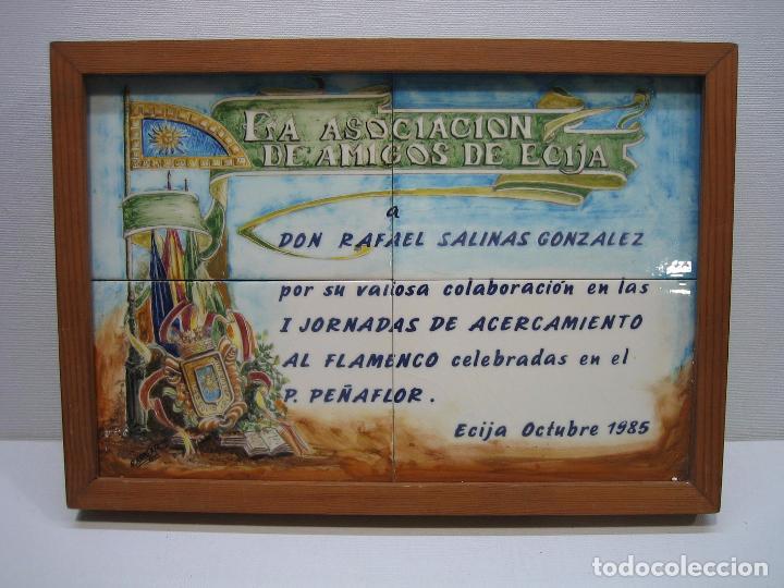 Varios objetos de Arte: Cuadro en azulejo pintado. Asociación amigos de Ecija 1985.M 32x22,5 cm. Firmado R. Armenta - Foto 2 - 67608177