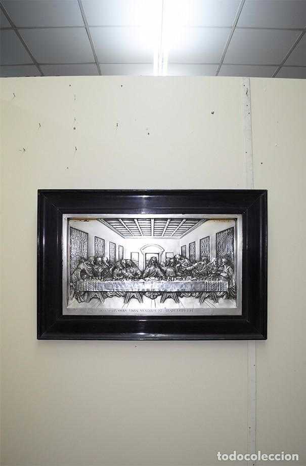 CUADRO ÚLTIMA CENA DE LATÓN PLATEADO MUY REPUJADO (Arte - Varios Objetos de Arte)