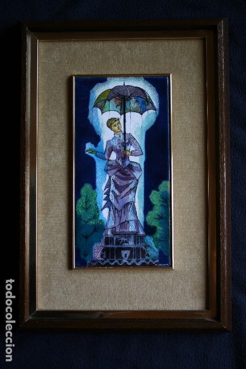 MONTSERRAT MAINAR BENEDICTO (BARCELONA, 1928) PRECIOSO ESMALTE. DAMA DEL PARAGUAS (Arte - Varios Objetos de Arte)