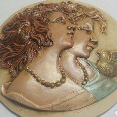 Varios objetos de Arte: CUADRO REDONDO DE RESINA EN RELIEVE DECORADO A MANO. Lote 91485525