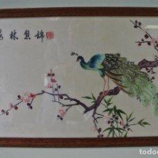 Varios objetos de Arte: CUADRO CHINO, BORDADO SOBRE SEDA. PAVO REAL SOBRE RAMA DE ALMENDRO.. Lote 93938870