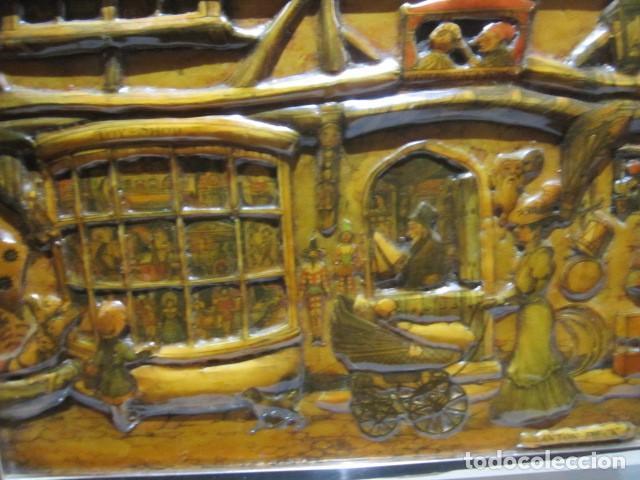Varios objetos de Arte: Cuadro con relieve, Anton Pieck, con marco de cristal y metal. - Foto 3 - 107645531