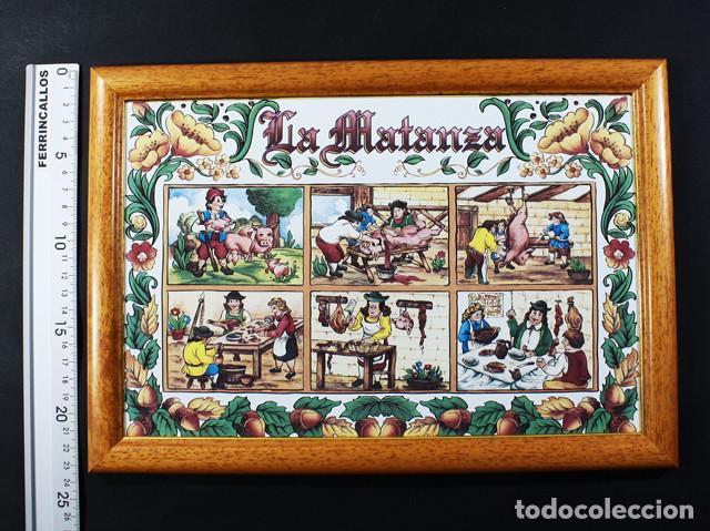 CUADRO RUSTICO CERAMICA CON MARCO DE MADERA 23 X 33 CM 860 GR KERALSA DEDICADO A LA MATANZA, MATACIA (Arte - Varios Objetos de Arte)