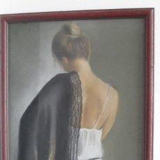 Varios objetos de Arte: CUADRO CON PINTURA AL PASTEL TORSO DESNUDO DE MUJER CON CHAL.. Lote 112339151
