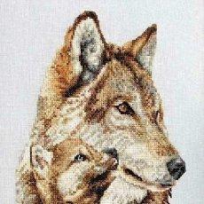 Varios objetos de Arte: LOBOS 1 - CUADRO BORDADO A PUNTO DE CRUZ. Lote 114608063