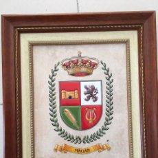 Varios objetos de Arte: ESCUDO DE MAGÁN (TOLEDO) CERÁMICA CUERDA SECA. Lote 114801519