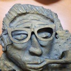 Varios objetos de Arte: RARA ESCULTURA, CARA CON GAFAS Y PIPA. 26X27CM APROX. Lote 114843602
