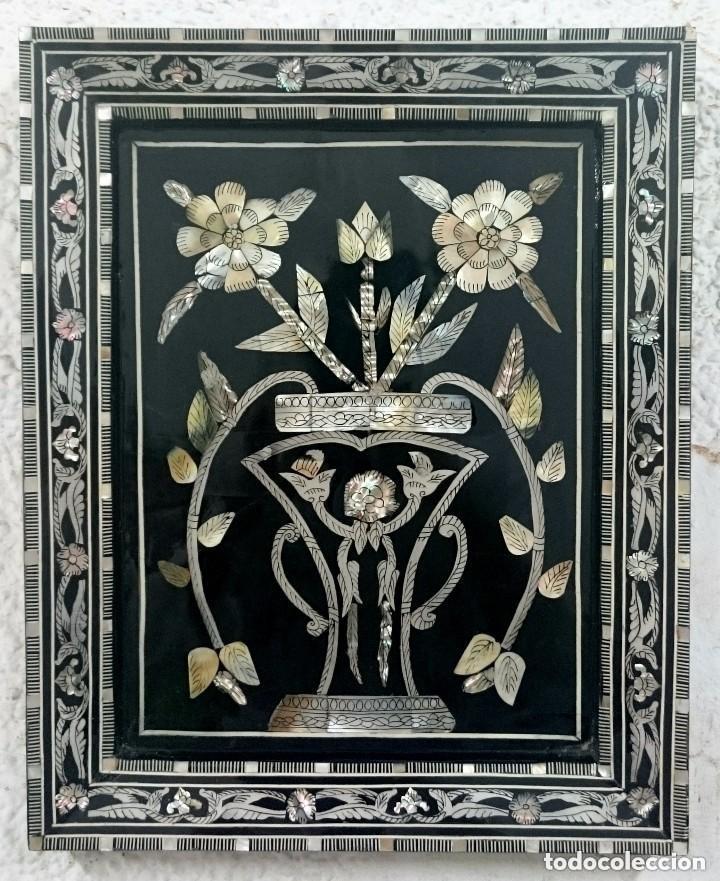 ANTIGUO CUADRO DE NACAR LACADO EN NEGRO. ISABELINO, DECORACIÓN VEGETAL. SIGLO XIX. 46X36 CM (Arte - Varios Objetos de Arte)