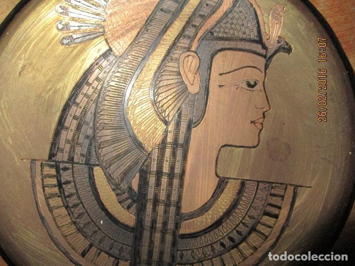 Varios objetos de Arte: PLATO EGIPCIO FARAONA DE METAL DORADO Y COBRE EN RELIEVE 20 CMS PARA COLGAR EN PARED - Foto 8 - 137119358