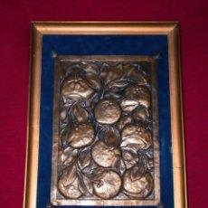 Varios objetos de Arte: CUADRO FRUTAS EN PLANCHA DE LATON REPUJADO A MANO. Lote 143612374