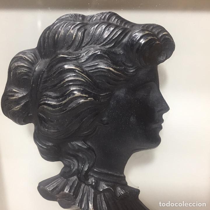 Varios objetos de Arte: Cuadros con silueta de mujer en resina imitando bronce 22x19cm - Foto 3 - 145659330