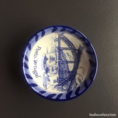Varios objetos de Arte: CUENCO PORCELANA PINTADO A MANO. Lote 147650152