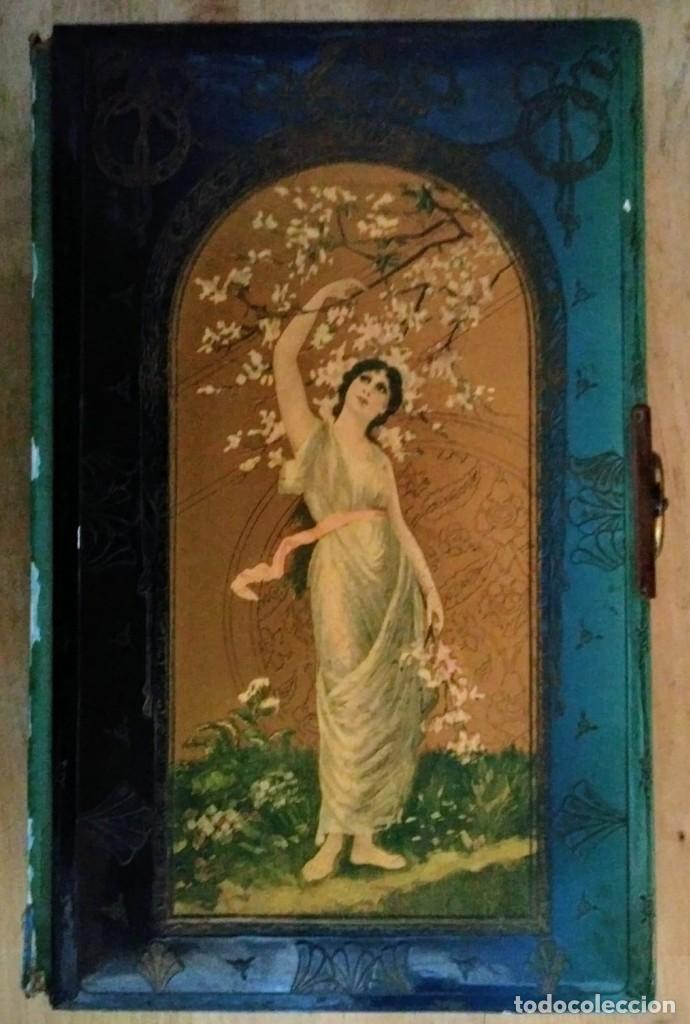 Antiguo album de fotos modernista en relieve para restaurar - 116802351