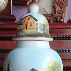Varios objetos de Arte: JARRON DE PORCELANA ALCORA PINTADO A MANO. Lote 152947266