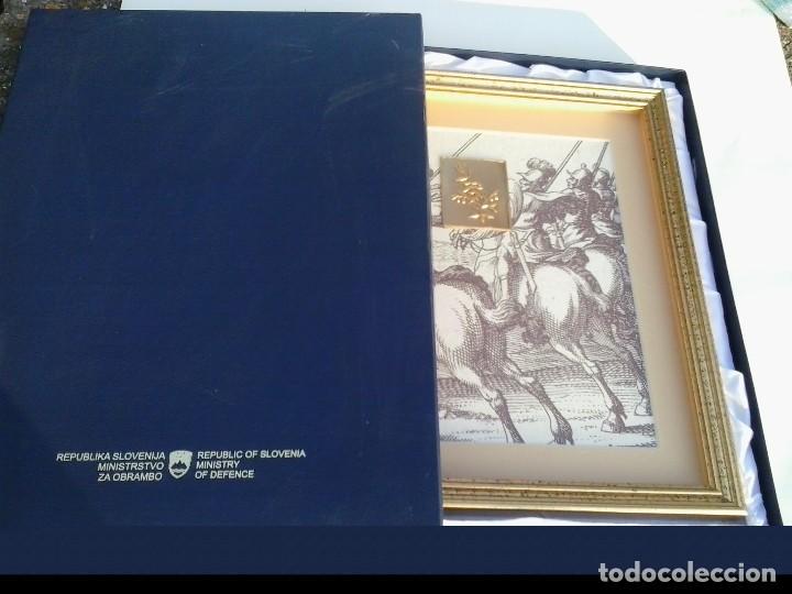 Varios objetos de Arte: Eslovenia cuadro con gráfico y grabado de rama de olivo Ministry of Defence Janez Vajkard Valvazor - Foto 2 - 154109150