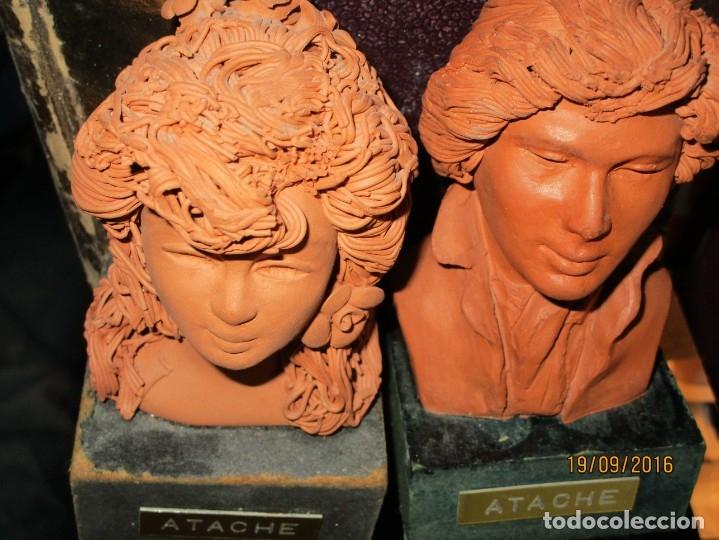 Varios objetos de Arte: PAREJA ANTIGUAs FIGURAS ESCULTURAS BARRO TERRACOTA PLACA FIRMA ATACHE - Foto 6 - 163548334