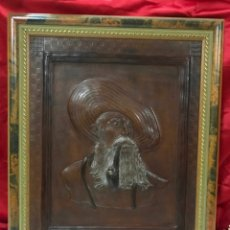Varios objetos de Arte: CORDOBAN O GUADAMECI CUERO REPUJADO MOTIVO PERSONAJE TIPICO, RELIEVE -43 X 52 CM CON MARCO FDO. JEGA. Lote 164250626