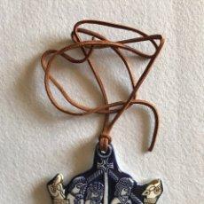 Varios objetos de Arte: MEDALLA III CONGRESO AEDEAN SANTIAGO 1979. CERÁMICA SARGADELOS.. Lote 164836473