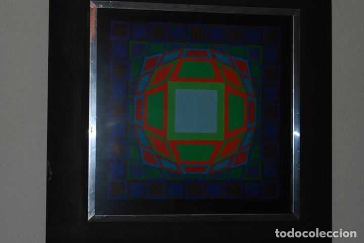 Varios objetos de Arte: VICTOR VASARELY - GYEMANT - CUADRO LÁMINA 1974 SUIZA - ENMARCADA - OP ART - Foto 4 - 202843983