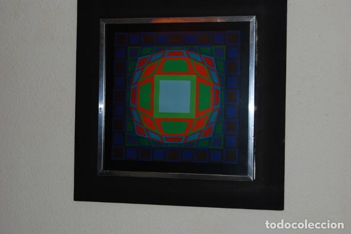 Varios objetos de Arte: VICTOR VASARELY - GYEMANT - CUADRO LÁMINA 1974 SUIZA - ENMARCADA - OP ART - Foto 3 - 202843983