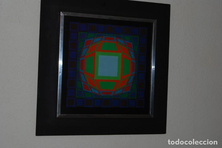 Varios objetos de Arte: VICTOR VASARELY - GYEMANT - CUADRO LÁMINA 1974 SUIZA - ENMARCADA - OP ART - Foto 2 - 202843983