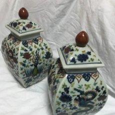 Varios objetos de Arte: PAREJA DE TIBOR DE PORCELA CHINA PINTADA A MANO.. Lote 167001492