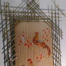 Varios objetos de Arte: ANTIGUO TAPIZ CHINO DE SEDA, BORDADO A MANO, SIGLO XVIII. Lote 167045652
