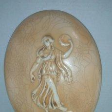 Varios objetos de Arte: PLACA OVALADA RESINA RELIEVE. Lote 169981865