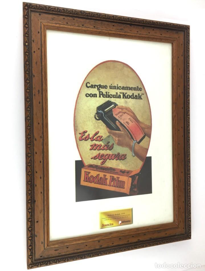 PELICULA KODAK FILM -ES LA MAS SEGURA- LAMINA PUBLICIDAD 1930 ENMARCADA MADERA NEGATIVO FOTOGRAFICO (Arte - Varios Objetos de Arte)