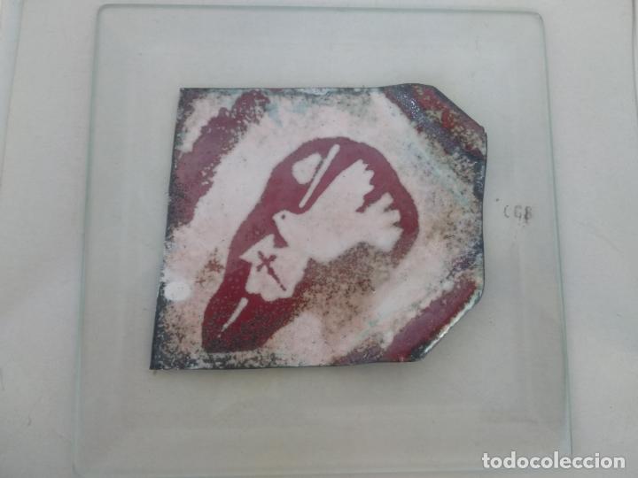 Varios objetos de Arte: Esmalte al fuego sobre metal pieza única Julia Ares camino de Santiago 15x15 cm 1993 - Foto 2 - 172582883