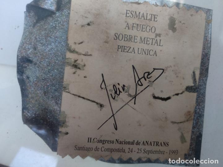 Varios objetos de Arte: Esmalte al fuego sobre metal pieza única Julia Ares camino de Santiago 15x15 cm 1993 - Foto 3 - 172582883