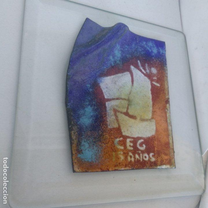 Varios objetos de Arte: Esmalte al fuego sobre metal pieza única Julia Ares,CEG 15 años 1996 16,5x16,5 cm - Foto 3 - 172584250