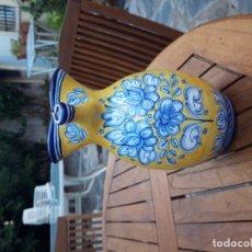 Varios objetos de Arte: PRECIOSA JARRA DE PUENTE DEL ARZOBISPO, FIRMADA. Lote 172909359