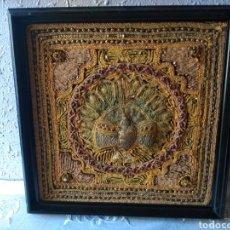 Varios objetos de Arte: ANTIGUO ( TAPIZ CON PAVO REAL ) , ENMARCADO EN MADERA. MÁS CUADROS EN MÍ PERFIL.. Lote 177402608