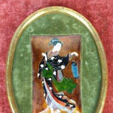 Varios objetos de Arte: GEISHA. ESMALTE SOBRE METAL. MARCO DORADO DE MADERA. SIGLO XX.. Lote 220308142