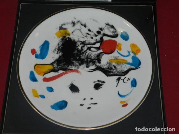 Varios objetos de Arte: (M) MODEST CUIXART - PLATO DE CERAMICA 1981 CON ESTUCHE, BUEN ESTADO DE CONSERVACIÓN - Foto 2 - 177585560